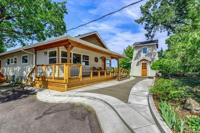 2280 Buena Vista Drive, Medford, OR 97501 (MLS #220132350) :: Bend Homes Now