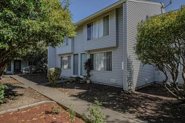 2000 Brookhurst Drive #26, Medford, OR 97504 (MLS #220132371) :: Vianet Realty