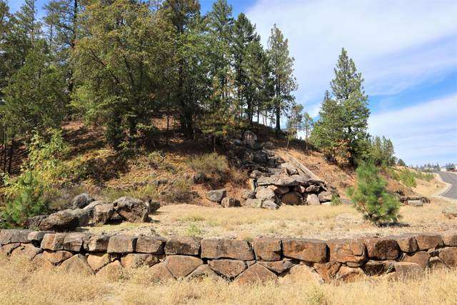 7677 Rogue River Drive, Shady Cove, OR 97539 (MLS #220132373) :: Bend Relo at Fred Real Estate Group