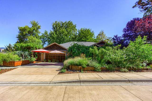 998 Plaza Avenue, Ashland, OR 97520 (MLS #220132381) :: Bend Relo at Fred Real Estate Group
