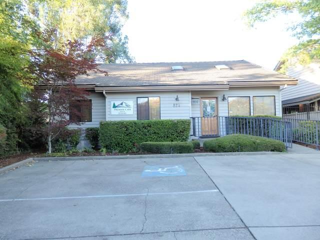 824 NE A Street, Grants Pass, OR 97526 (MLS #220132411) :: Keller Williams Realty Central Oregon