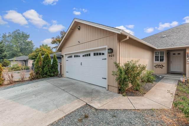 921 N Rose Street, Phoenix, OR 97535 (MLS #220132415) :: FORD REAL ESTATE