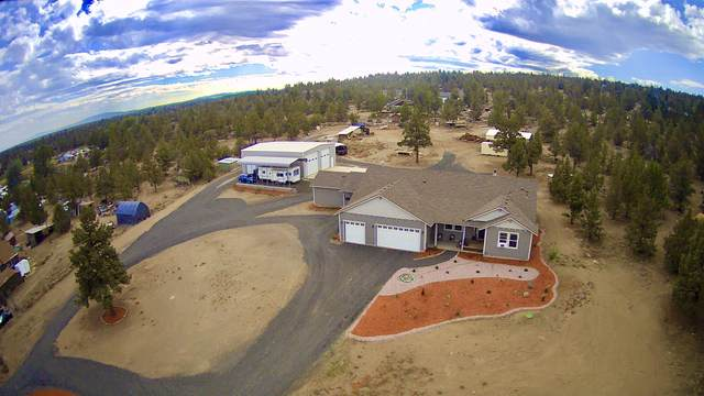 21305 Gift Road, Bend, OR 97703 (MLS #220132433) :: The Bifano Home Team