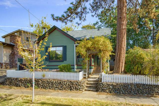 767 NW 3rd Street, Grants Pass, OR 97526 (MLS #220132446) :: Coldwell Banker Sun Country Realty, Inc.