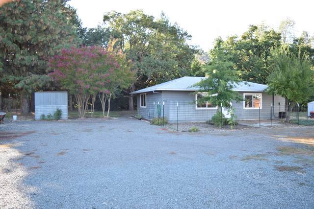 3226 Griffin Creek Road, Medford, OR 97501 (MLS #220132449) :: Bend Relo at Fred Real Estate Group