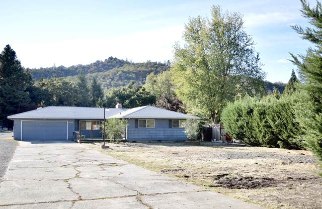 3240 Griffin Creek Road, Medford, OR 97501 (MLS #220132450) :: Bend Relo at Fred Real Estate Group