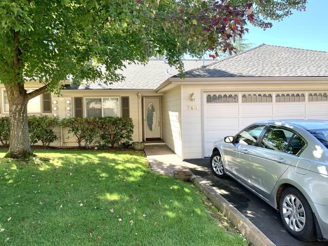 740 Hilldale Avenue, Medford, OR 97504 (MLS #220132474) :: Chris Scott, Central Oregon Valley Brokers