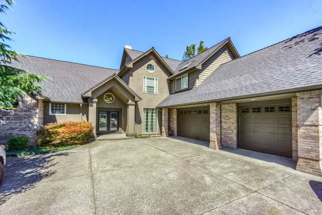 820 St Andrews Way, Eagle Point, OR 97524 (MLS #220132489) :: Bend Relo at Fred Real Estate Group