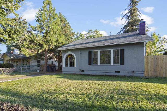 723 Palm Street, Medford, OR 97501 (MLS #220132526) :: Bend Relo at Fred Real Estate Group