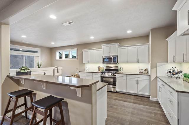 1698 NW Upas Place, Redmond, OR 97756 (MLS #220132558) :: Bend Relo at Fred Real Estate Group