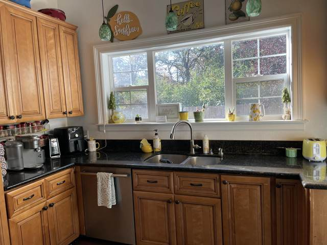 123 W Woodside Street, Grants Pass, OR 97527 (MLS #220132566) :: FORD REAL ESTATE