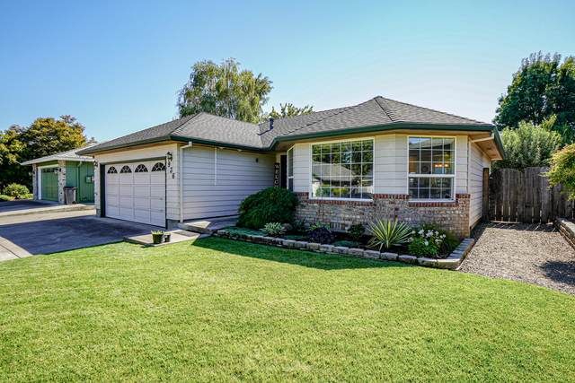 936 Juanita Way, Central Point, OR 97502 (MLS #220132571) :: Premiere Property Group, LLC