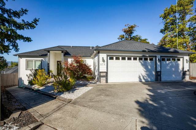 875 N Mountain Avenue, Central Point, OR 97502 (MLS #220132593) :: The Bifano Home Team