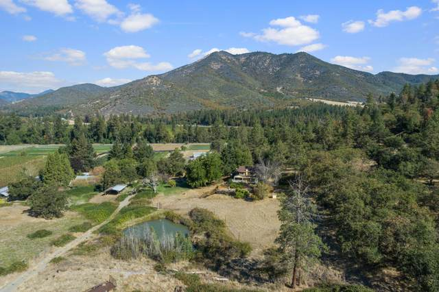18340 Hwy 238, Grants Pass, OR 97527 (MLS #220132596) :: Bend Relo at Fred Real Estate Group