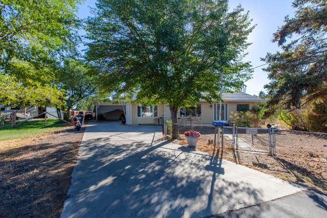 2908 SW Windrow Court, Redmond, OR 97756 (MLS #220132609) :: Bend Relo at Fred Real Estate Group