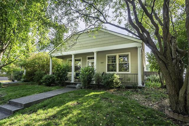 490 Clinton Street, Ashland, OR 97520 (MLS #220132617) :: Bend Relo at Fred Real Estate Group