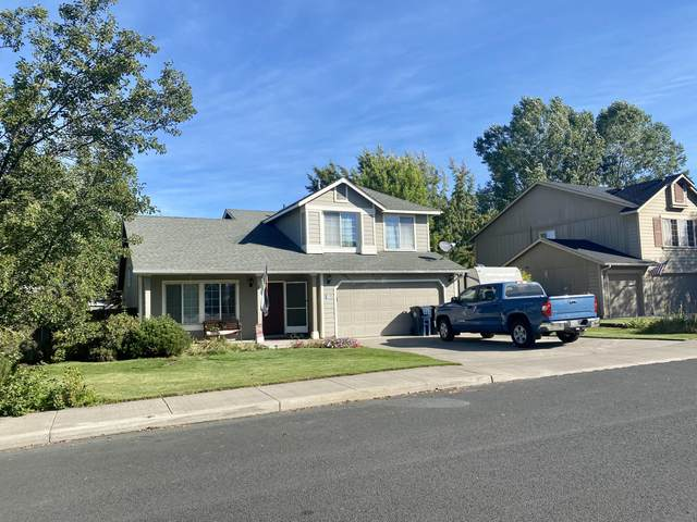 1637 NW Spruce Place, Redmond, OR 97756 (MLS #220132622) :: Coldwell Banker Bain