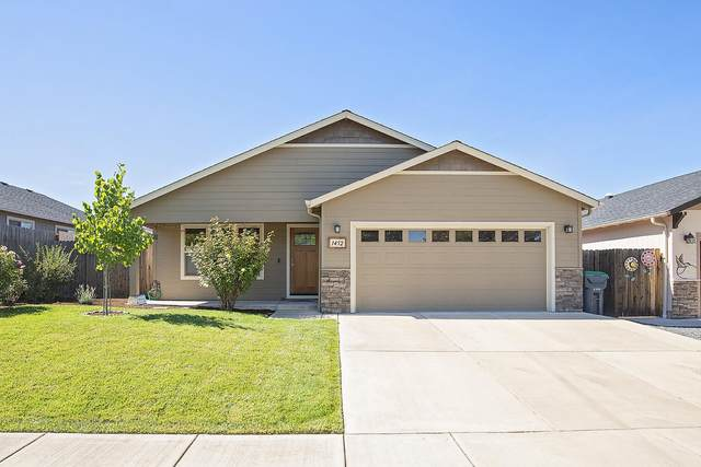 1452 Clearsprings Drive, Medford, OR 97501 (MLS #220132631) :: Bend Relo at Fred Real Estate Group