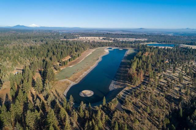 19385 Rim View Court, Bend, OR 97703 (MLS #220132637) :: Bend Relo at Fred Real Estate Group