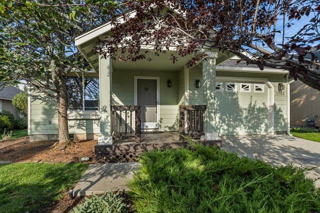 3703 SW 30th Street, Redmond, OR 97756 (MLS #220132643) :: Coldwell Banker Bain