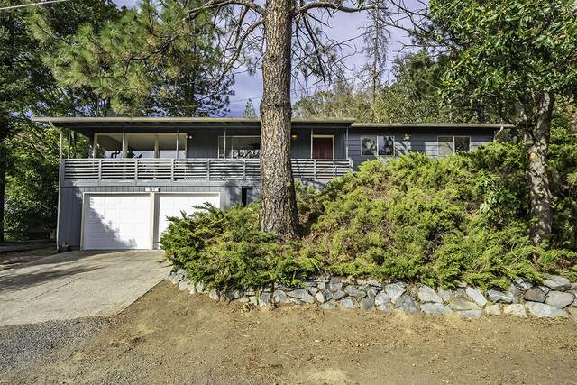 343 N 6th Avenue, Gold Hill, OR 97525 (MLS #220132648) :: Premiere Property Group, LLC