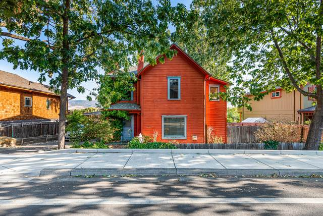 240 W Hersey Street, Ashland, OR 97520 (MLS #220132666) :: Bend Relo at Fred Real Estate Group