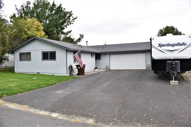 667 SE Knight Street, Prineville, OR 97754 (MLS #220132673) :: Bend Relo at Fred Real Estate Group