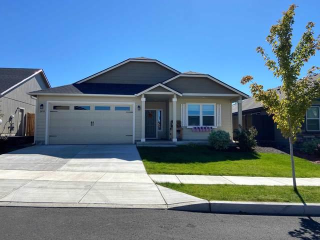 2450 NW Hemlock Way, Redmond, OR 97756 (MLS #220132678) :: Vianet Realty