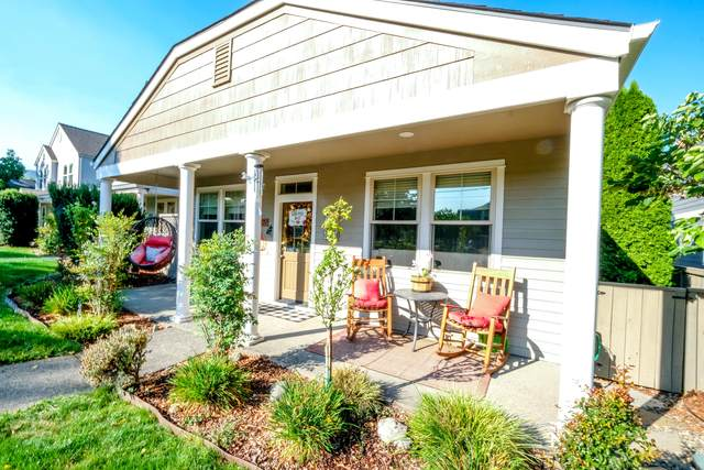 587 N Mountain Avenue, Ashland, OR 97520 (MLS #220132682) :: Bend Homes Now