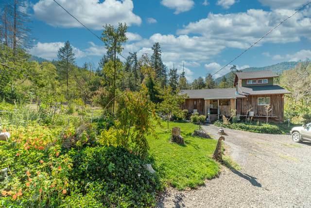2652 Winona Road, Grants Pass, OR 97526 (MLS #220132697) :: Coldwell Banker Bain