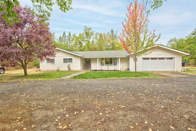 4850 Upper River Road, Grants Pass, OR 97526 (MLS #220132700) :: Coldwell Banker Bain