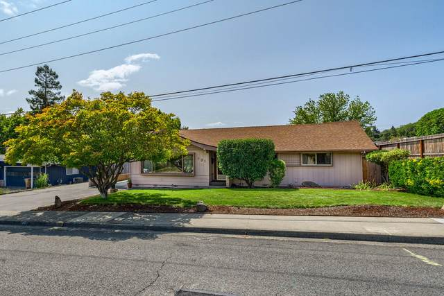 731 NW Midland Avenue, Grants Pass, OR 97526 (MLS #220132719) :: Coldwell Banker Bain