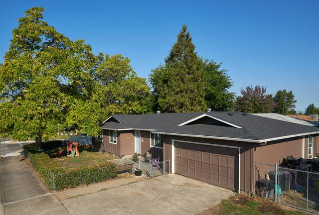 2617 Delta Waters Road, Medford, OR 97504 (MLS #220132740) :: Coldwell Banker Bain