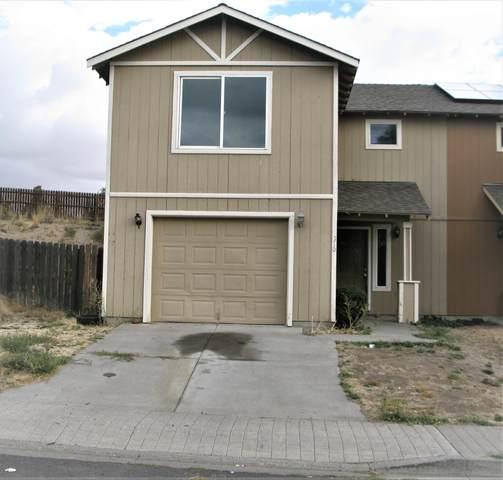310 SE Carmen Way, Madras, OR 97741 (MLS #220132757) :: Oregon Farm & Home Brokers