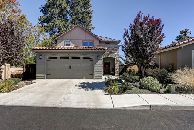 63085 NW Via Cambria, Bend, OR 97703 (MLS #220132785) :: Chris Scott, Central Oregon Valley Brokers