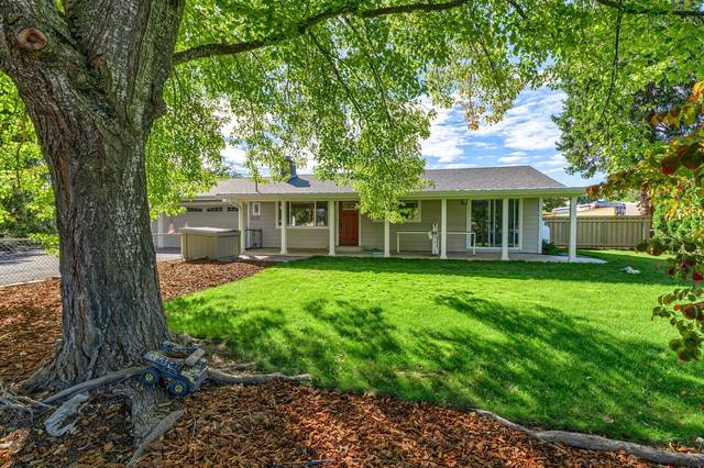 6221 Mcloughlin Drive, Central Point, OR 97502 (MLS #220132960) :: Bend Relo at Fred Real Estate Group