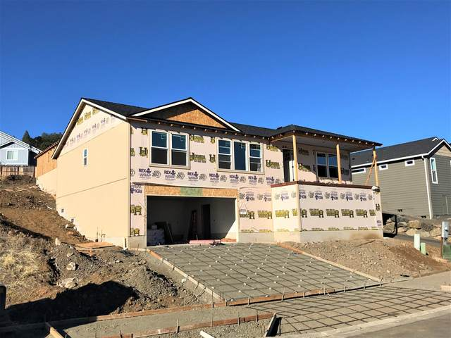 1013 Ruby Meadows Drive, Eagle Point, OR 97524 (MLS #220132972) :: Schaake Capital Group