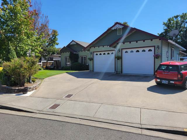 109 SW Lowe Court, Grants Pass, OR 97527 (MLS #220132977) :: FORD REAL ESTATE