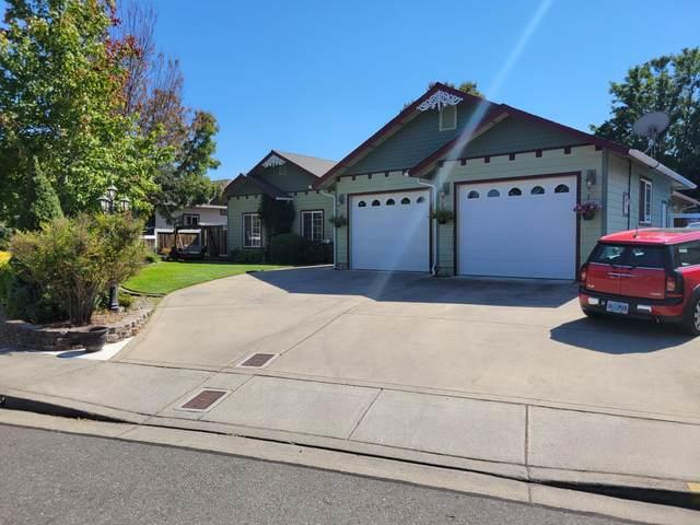 109 SW Lowe Court, Grants Pass, OR 97527 (MLS #220132977) :: Vianet Realty