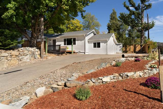 703 NE 10th Street, Grants Pass, OR 97526 (MLS #220133034) :: FORD REAL ESTATE