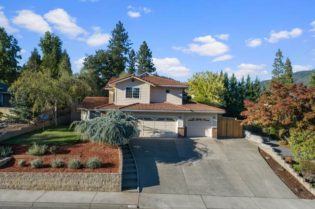 1018 NW Regent Drive, Grants Pass, OR 97526 (MLS #220133035) :: Coldwell Banker Sun Country Realty, Inc.