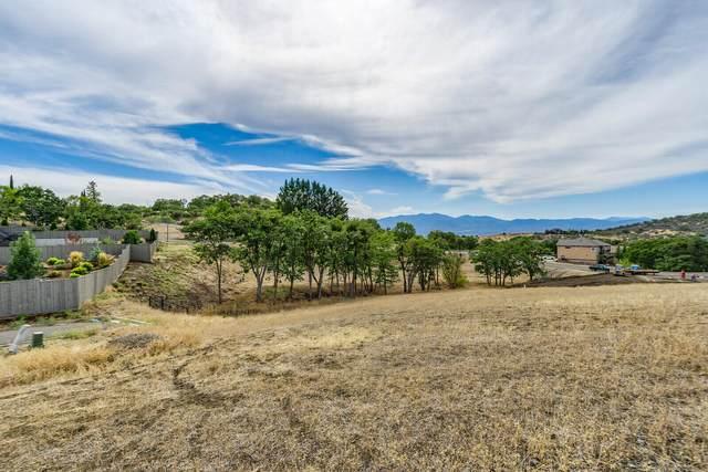 5611 Autumn Park Drive, Medford, OR 97504 (MLS #220133099) :: Chris Scott, Central Oregon Valley Brokers