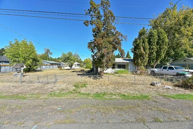 49 Mace Road, Medford, OR 97501 (MLS #220133108) :: Vianet Realty