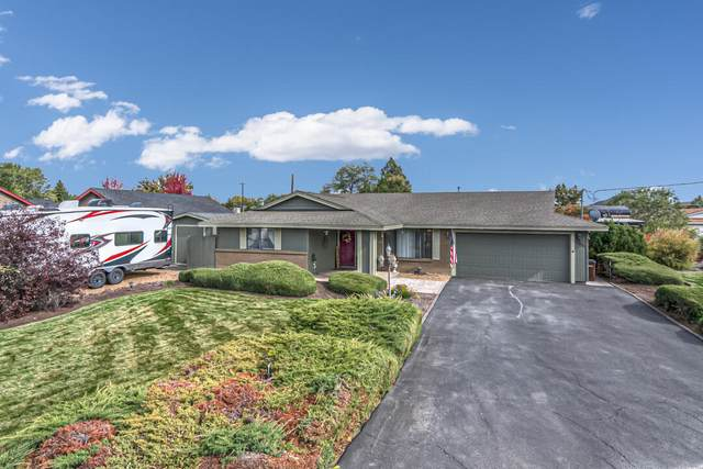 1934 NW Canyon Drive, Redmond, OR 97756 (MLS #220133251) :: Bend Homes Now