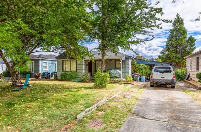 917 Newtown Street, Medford, OR 97501 (MLS #220133304) :: Vianet Realty