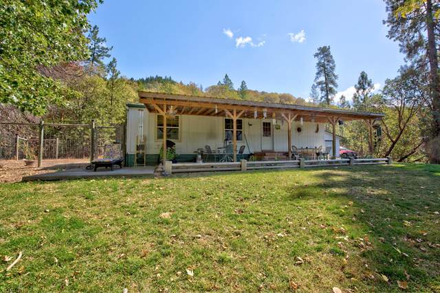 303 Morewood Lane, Grants Pass, OR 97527 (MLS #220133322) :: The Ladd Group
