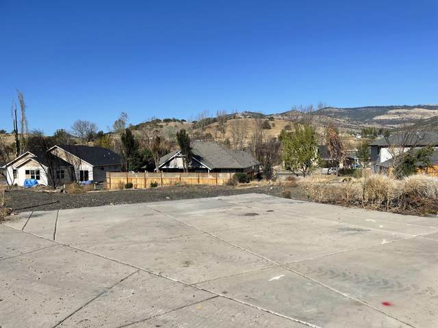 137 Willow Springs Drive, Talent, OR 97540 (MLS #220133324) :: Schaake Capital Group