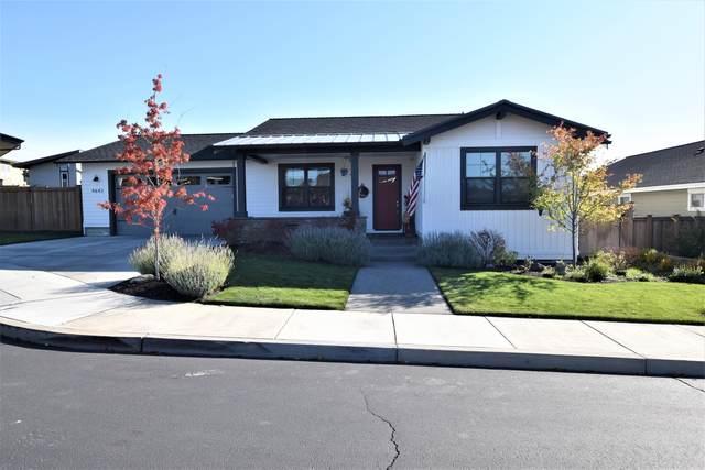 4642 SW Yew Leaf Court, Redmond, OR 97756 (MLS #220133415) :: Team Birtola | High Desert Realty