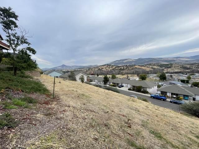 466 Elm Street, Phoenix, OR 97535 (MLS #220133561) :: Vianet Realty