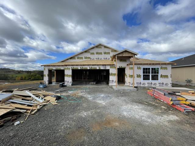 981 Stonewater Drive, Eagle Point, OR 97524 (MLS #220133586) :: Team Birtola | High Desert Realty